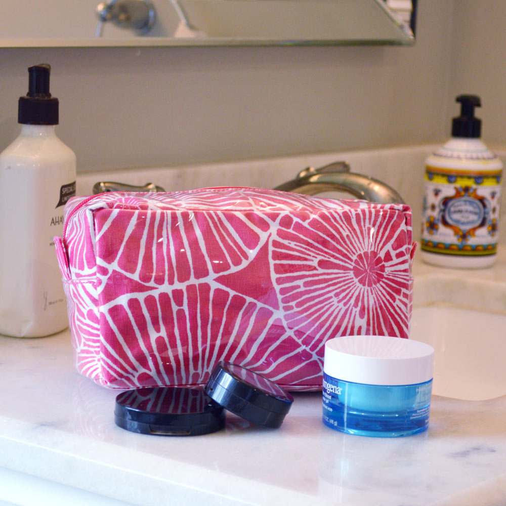 full circle pink cosmetic zipper bag