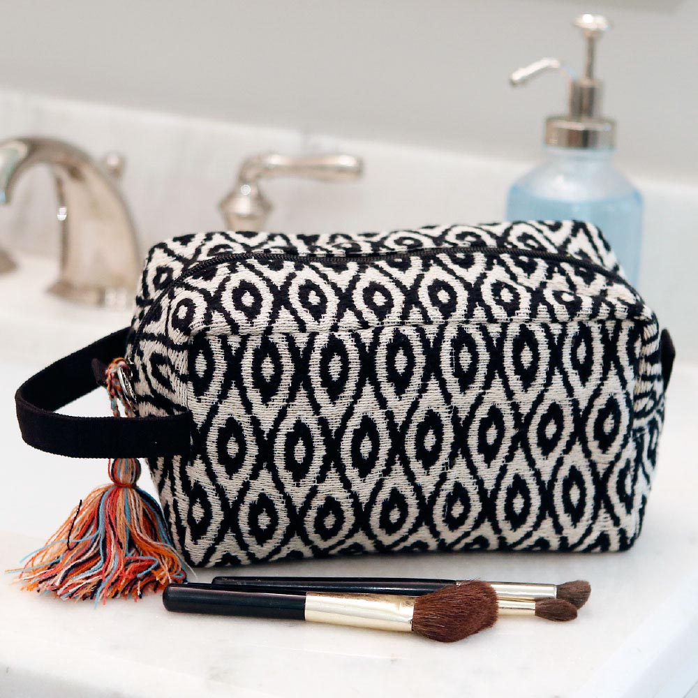 durry black/cream cosmetic zipper bag w/tassle