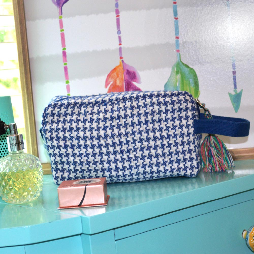 durry blue houndstooth cosmetic zipper bag