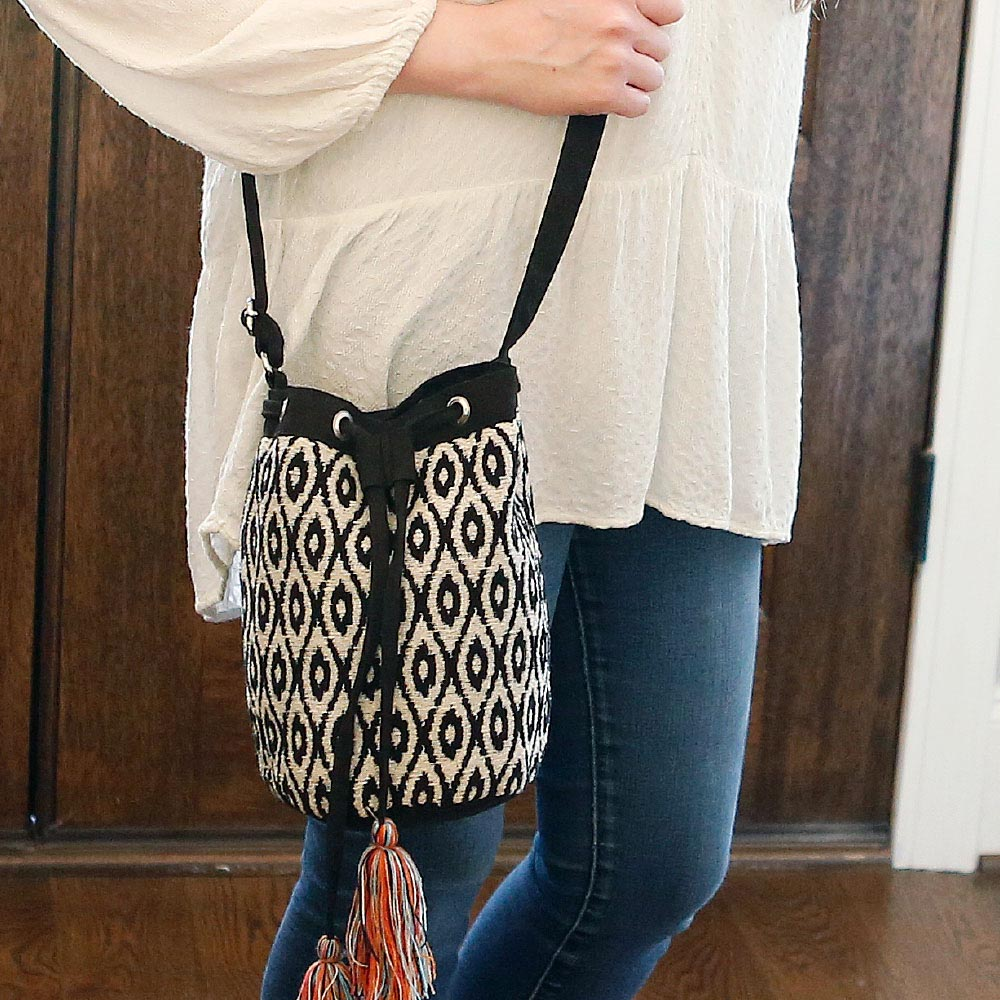 durry black/cream drawstring bag w/tassle