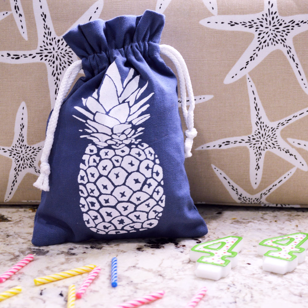 gift bag with drawstring pineapple