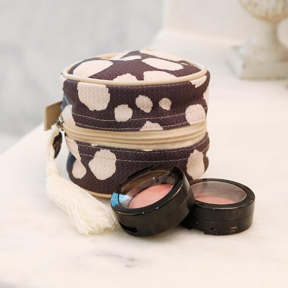 spot on round cosmetic bag w/tassle