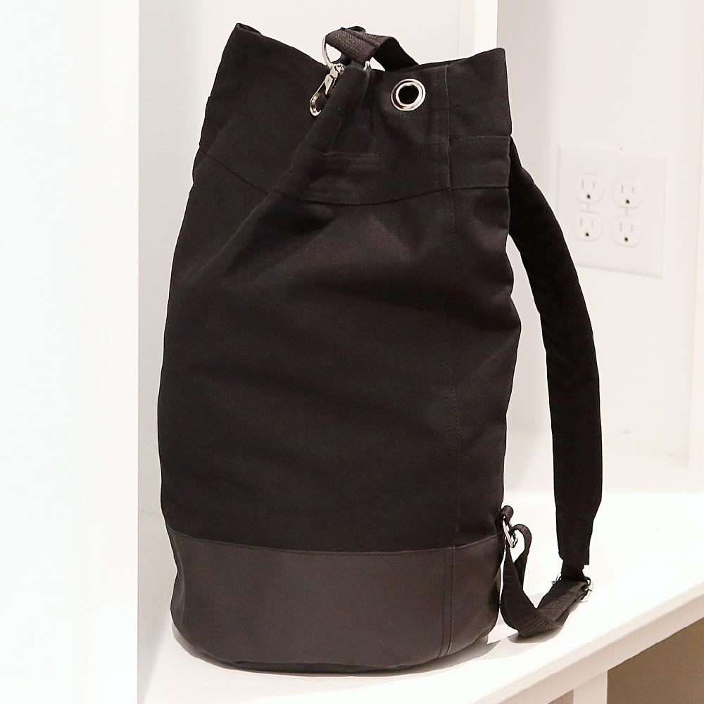 chandler black sling bag